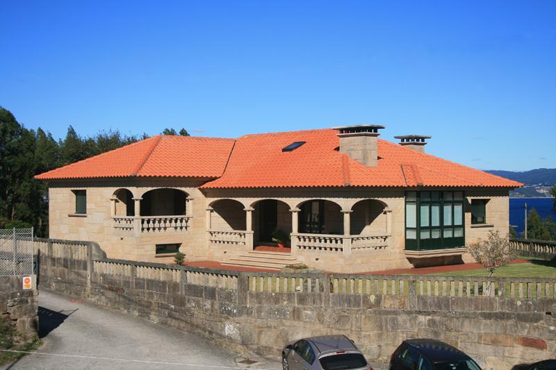 Vivienda construida con piedra país estilo mampostería en Bueu