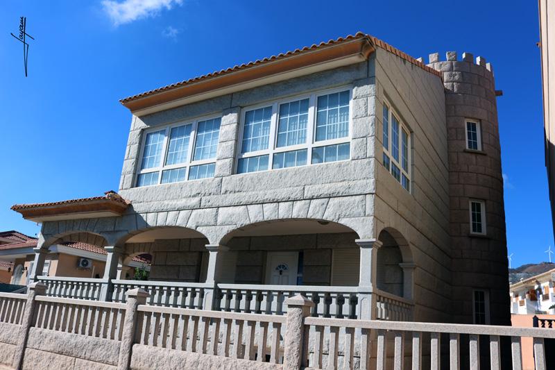 Vivienda construida en granito ibérico en Murcia
