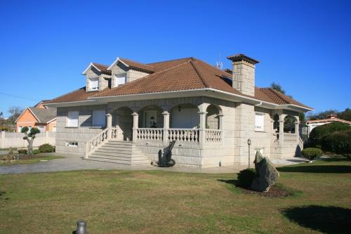 Casa de piedra color blanco ibérico (10)