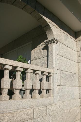 Casa de piedra color blanco ibérico (12)