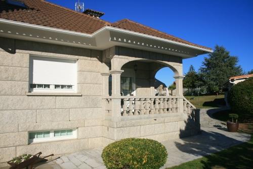 Casa de piedra color blanco ibérico (13)