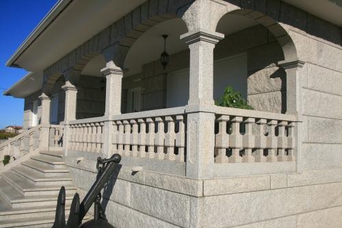 Casa de piedra color blanco ibérico (4)