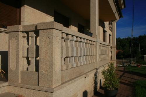Vivienda construida con piedra país (11)