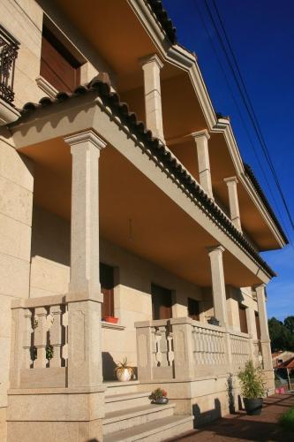 Vivienda construida con piedra país (9)